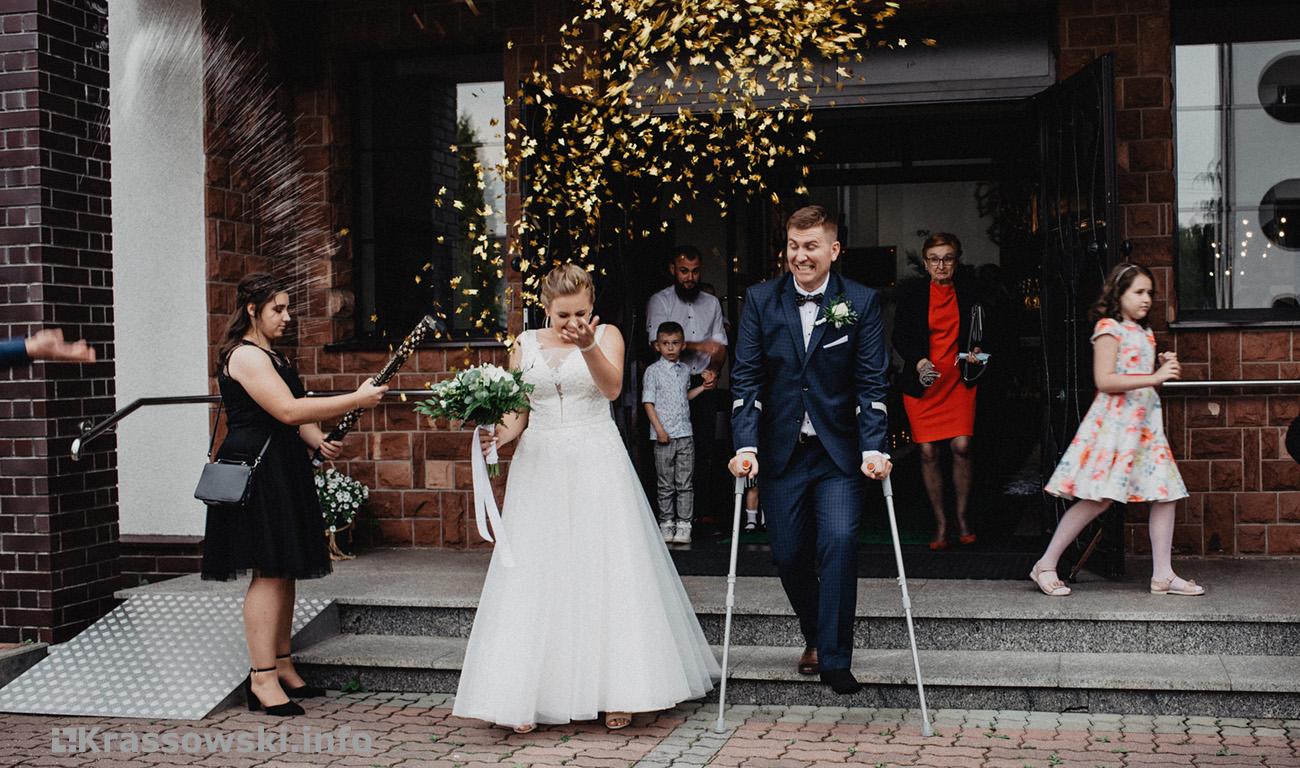 Fotograf ślubny Kielce ślub wyjście z kościoła